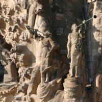 Los ángeles trompeteros en la Fachada del Nacimiento