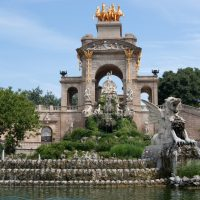 Extraña orientación en la Cascada principal del Parc de la Ciutadella