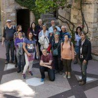 Asistentes a la ruta, junto a la estrella de David en el museo judío