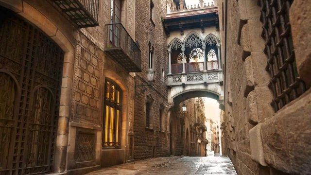 Salida navideña de empresa al barrio judío y la sinagoga de Barcelona