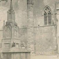 Una de las columnas de la Plaça del Rei que ahora se encuentra en el Templo de Augusto