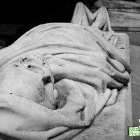 Rossend Nobas y el esqueleto del catedrático de anatomía Francesc Farreras
