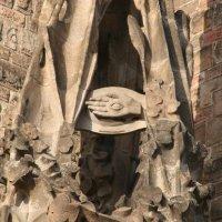 El delta luminoso de la masonería en el Pórtico de la Fe